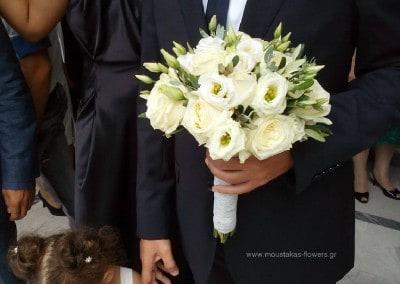 Νυφική ανθοδέσμη με λευκα τριαντάφυλλα -λυσίανθο