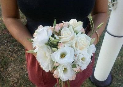 Νυφική ανθοδέσμη με τριαντάφυλλα λυσίανθο