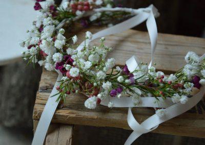 Στεφανάκι χειροποίητο με wax flower και γυψοφύλλη