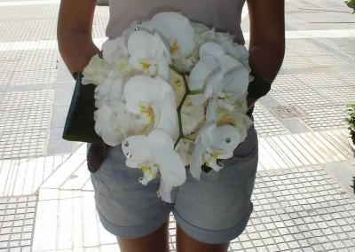 Νυφική ανθοδέσμη με ορχιδέες και τριαντάφυλλα