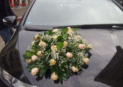 Wedding Car ivory roses