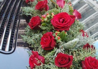 Γυρλάντα με κόκκινα τριαντάφυλλα Red Naomi για στολισμό σε νυφικό αυτοκίνητο