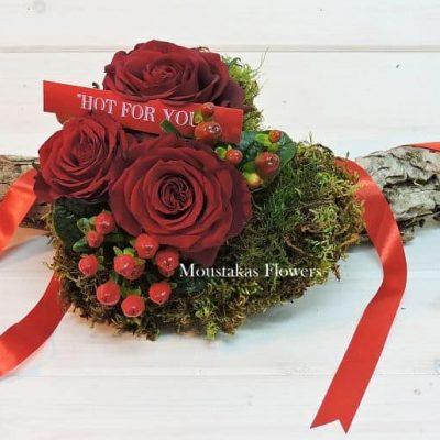 καρδια με κόκκινα τριανταφυλλα βαλεντινος