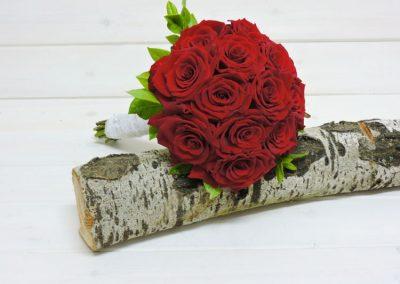 Νυφική ανθοδέσμη με κόκκινα  τριαντάφυλλα Red Naomi