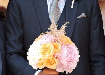 Νυφική ανθοδέσμξ με τριαντάφυλλα και παιώνιες