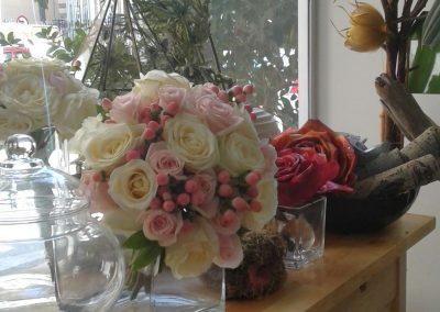 Νυφική ανθοδέσμη με τριαντλαφυλλα και hypericum