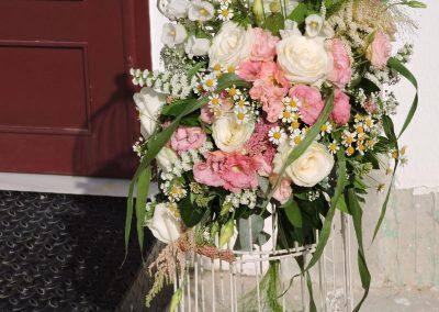 Στολισμένο φανάρι με λουλουδια