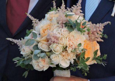 Νυφική ανθοδέσμη με τριαντάφυλλα David Austin,Astibil,γαρύφαλα,μίνι τριαντάφυλλα