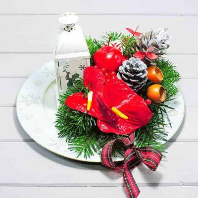χριστουγενιάτικη συνθεση με λουλούδια
