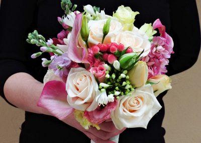 Νυφική ανθοδέσμη με Κάλες,Βιολέττα,τριαντάφυλλα