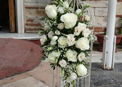 Roses bouquet on a cage