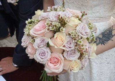Ρομαντική ανθοδέσμη με τραιντάφυλλα σε ροζ παλ αποχρώσεις